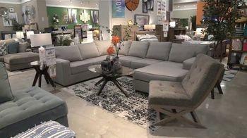 Ashley HomeStore Labor Day Sale TV Spot, 'Juego de sofá Abinger' [Spanish] - Thumbnail 2