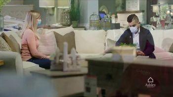 Ashley HomeStore Venta de Un Día TV Spot, 'Salas limpias y desinfectadas' [Spanish] - Thumbnail 5