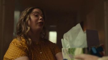Hallmark TV Spot, 'See What a Card Can Do to Show Mom How Much She Means' - Thumbnail 8