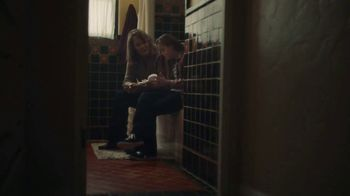 Hallmark TV Spot, 'See What a Card Can Do to Show Mom How Much She Means' - Thumbnail 5