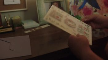 Hallmark TV Spot, 'See What a Card Can Do to Show Mom How Much She Means' - Thumbnail 7