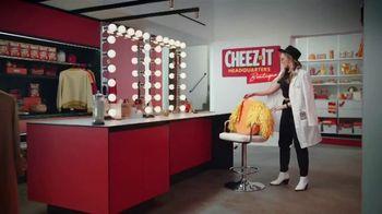 Cheez-It Extra Cheesy TV Spot, 'Cheese Coat Makeover' - Thumbnail 1