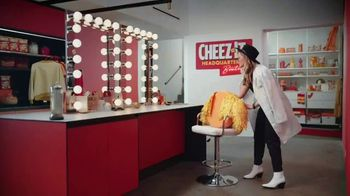 Cheez-It Extra Cheesy TV Spot, 'Cheese Coat Makeover' - Thumbnail 3