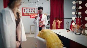 Cheez-It Extra Cheesy TV Spot, 'Cheese Coat Makeover' - Thumbnail 7