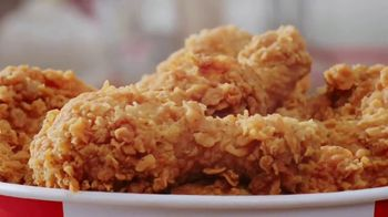 KFC $20 Fill Up TV Spot, 'Homestyle Cookin' Without the Cookin'' - Thumbnail 6