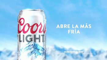 Coors Light TV Spot, 'Mountain Opener Delivery' Berry Lipman Singers [Spanish] - Thumbnail 4
