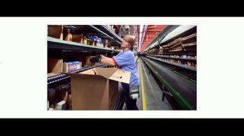 Walmart TV Spot, 'Heroes: contratando' canción de David Bowie [Spanish] - Thumbnail 4