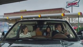 Sonic Drive-In Reese's Overload Waffle Cone TV Spot, 'Madre' [Spanish] - Thumbnail 1