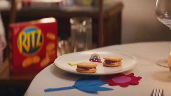 Ritz Crackers TV Spot, 'The Show' canción de Anthony Hinnigan, Michael Norton [Spanish] - Thumbnail 4