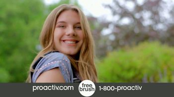 Proactiv TV Spot, 'New Turn Triple Brush (60s En - P15)' - Thumbnail 8