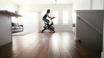 Michelob ULTRA TV Spot, 'Quédate en casa. Mantente activo: ejercicio en casa' [Spanish] - Thumbnail 5