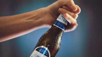 Michelob ULTRA TV Spot, 'Quédate en casa. Mantente activo: ejercicio en casa' [Spanish] - Thumbnail 7
