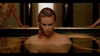 Dior J'Adore TV Spot, 'La película' con Charlize Theron, canción de Kanye West [Spanish] - Thumbnail 2
