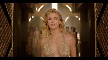 Dior J'Adore TV Spot, 'La película' con Charlize Theron, canción de Kanye West [Spanish] - Thumbnail 7