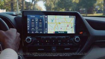 2020 Toyota Highlander TV Spot, 'Home Team' Featuring James Robinson [T1] - Thumbnail 4