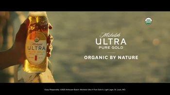 Michelob ULTRA Pure Gold TV Spot, 'Lake' - Thumbnail 9