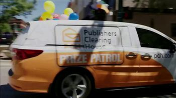 Publishers Clearing House TV Spot, 'Headed Your Way: $7,000 a Week for Life' Feat Terry Bradshaw - Thumbnail 8