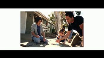 Walmart TV Spot, 'Un millón de razones' canción de The Verve [Spanish] - Thumbnail 4