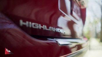 2020 Toyota Highlander TV Spot, 'You Look Awfully Good: Neighborhood Drive' [T2] - Thumbnail 2
