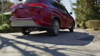2020 Toyota Highlander TV Spot, 'You Look Awfully Good: Neighborhood Drive' [T2] - Thumbnail 3