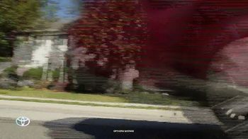 2020 Toyota Highlander TV Spot, 'You Look Awfully Good: Neighborhood Drive' [T2] - Thumbnail 5