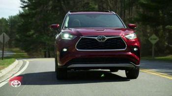 2020 Toyota Highlander TV Spot, 'You Look Awfully Good: Neighborhood Drive' [T2] - Thumbnail 6