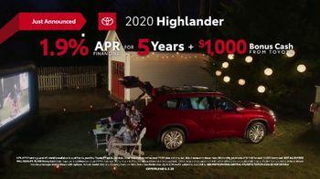 2020 Toyota Highlander TV Spot, 'You Look Awfully Good: Neighborhood Drive' [T2] - Thumbnail 7