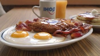 IHOP Ultimate BreakFEASTS TV Spot, 'Except for Bears: Free Delivery & 20% Off' - Thumbnail 5