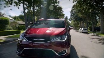 Fiat Chrysler Automobiles TV Spot, 'Drive Forward' Song by OneRepublic [T1] - Thumbnail 4