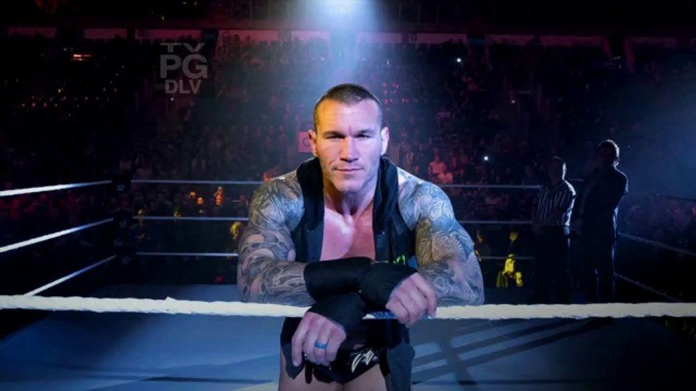 WWE Shop TV Commercial, '??nase al universo: 50 por ciento de descuento' canci??n de Krissie Karlsso
