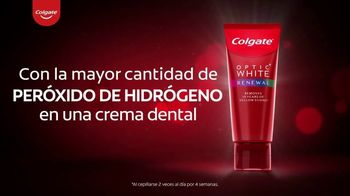 Colgate Optic White Renewal TV Spot, 'Elimina 10 años de manchas amarillas' [Spanish] - Thumbnail 4