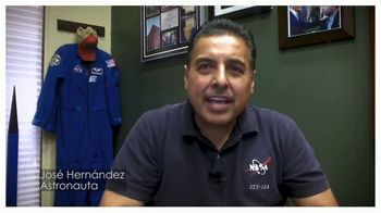 U.S. Census Bureau TV Spot, 'Dale forma a tu futuro' con Little Joe, Raul Peimbert, José Hernández [Spanish] - Thumbnail 4