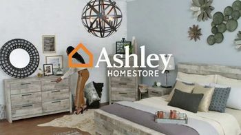 Ashley HomeStore End of Season Clearance Event TV Spot, 'Closeout Items: No Interest' - Thumbnail 1