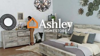 Ashley HomeStore End of Season Clearance Event TV Spot, 'Closeout Items: No Interest'