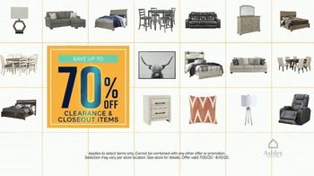 Ashley HomeStore End of Season Clearance Event TV Spot, 'Closeout Items: No Interest' - Thumbnail 4