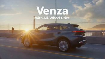 Toyota Venza TV Spot, 'Lifesaver' Song by The Temper Trap [T1] - Thumbnail 6
