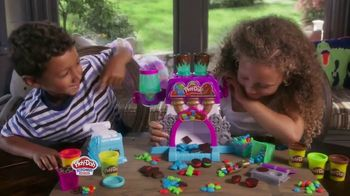 Play-Doh Kitchen Creations Candy Delight Playset TV Spot, 'Crank Out Candies' - Thumbnail 4