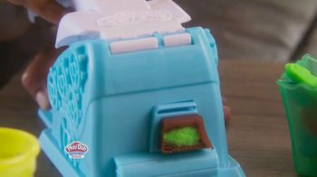 Play-Doh Kitchen Creations Candy Delight Playset TV Spot, 'Crank Out Candies' - Thumbnail 6