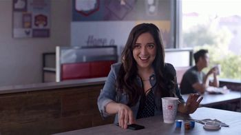 Jack in the Box Boosted Coffees TV Spot, 'Desayuno famosa: foto' [Spanish] - Thumbnail 3