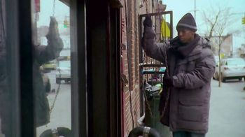 Verizon TV Spot, 'Pay It Forward LIVE: Luke Bryan Sings for Small Business' Song by Luke Bryan - Thumbnail 2