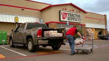Tractor Supply Co. TV Spot, 'Taking Care of Neighbors'