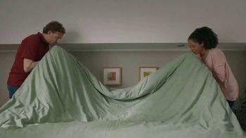 Gain Ultra Flings! TV Spot, 'Make Your Ultra-Big, Ultra-Stinky Loads Fresh Again' - Thumbnail 2