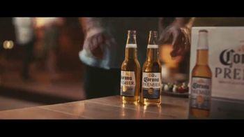 Corona Premier TV Spot, 'Cena' canción de King Floyd [Spanish] - Thumbnail 5