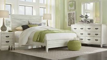 Rooms to Go Labor Day Sale TV Spot, 'Queen Bedroom Set in Two Finishes' - Thumbnail 3