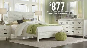 Rooms to Go Labor Day Sale TV Spot, 'Queen Bedroom Set in Two Finishes' - Thumbnail 4