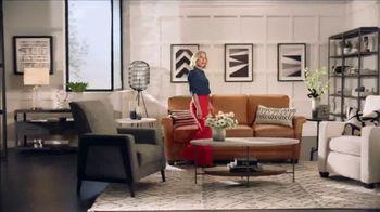 La-Z-Boy 37 Hour Sale TV Spot, 'So Many Colors' Featuring Kristen Bell - Thumbnail 7