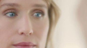 Cicatricure Eye Anti-Wrinkle TV Spot, 'Disminuye bolsas' [Spanish] - Thumbnail 4