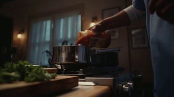 Classico Roasted Garlic TV Spot, 'Family: Healthcare Worker'