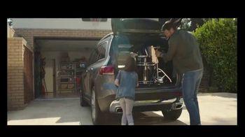 2020 Mercedes-Benz GLB TV Spot, 'Curious Girl' Song by Stevie Wonder [T2] - Thumbnail 4