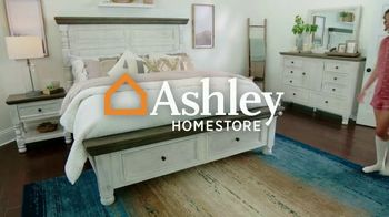 Ashley HomeStore Stars and Stripes Mattress Sale TV Spot, 'Adjustable Sets: $800' - Thumbnail 1